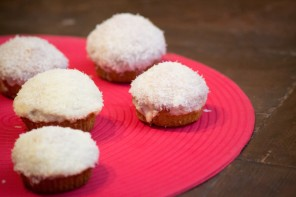 Muffins with white chocolate and coconut